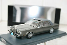 1:43 Neo Lincoln Town Car Silver Silber  NEW