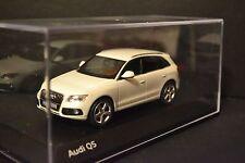 Audi Q5 B8 (Type 8R) 2013 Schuco diecast vehicle in scale 1/43