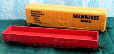 MILWAUKEE ROAD -  ROLLING STOCK - LOT OF 2 - HO TRAIN