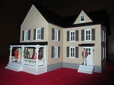 MTH 309052 FARM HOUSE-CREAM W/ BROWN SHUTTERS