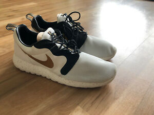 Nike Roshe Run Gold Trophy Pack Qs Size 11.5