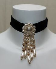 Halsband / Choker / Kropfband / Samt / schwarz / Perlen / Anhänger / edel