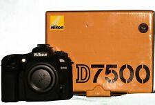 Nikon Reflex numérique D7500 nu + Coque silicone.