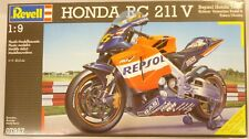Revell 1/9 Honda RC 211 V Motorcycle Repsol 2004 Team Riders Rossi & Ukawa 7927