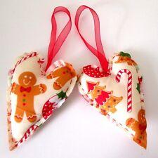 Set di 2 Gingerbread Man Fatto a Mano in Tessuto Imbottito Decorazioni Natalizie CUORE (A)