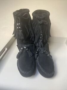 Minnetonka Black Fringed Boots Size 4 Festival