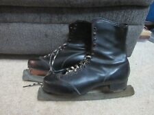 Vtg vintage ice skates with red plaid lining Sz 10 or 11 made in Canada black