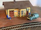 HO scale Santa Fe Depot Station FULLY ASSEMBLED W/ Lights + People And the Truck