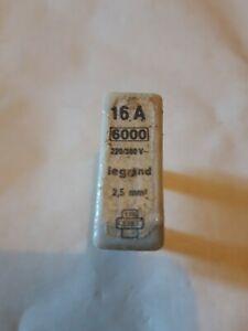 ancien fusible Neuf en porcelaine  NEUF de Stock  16 Ampères /250V Legrand