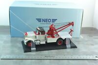 NEO Scale Models 45777 WHITE Road Boss 1977 Tow Truck 1/43 Scale