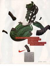 Publicité 1999  NIKE basket chaussure collection mode pret à porter vetement
