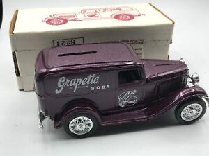 """Ertl #9885UA 1:25 """"Grapette Soda #1 W/O Spare"""" 1932 Ford Panel Delivery Bank MIB"""