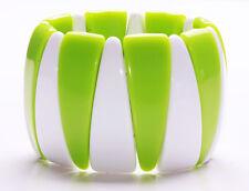 LIME & WHITE TRIANGULAR PLASTIC BEAD STRETCHY BOLD COLOUR POP BRACELET (ZX19/42)