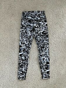 LULULEMON High Rise Black White Abstract Workout Yoga Pants 6NWOT