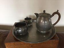 4 pezzi peltro servizio da tè. Teiera, Sugar & Milk & Tray