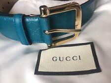 Logo de Gucci en Relieve De Cuero Correa RRP £ 295 Nuevo Con Polvo Y Bolsa De Regalo