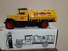 ERTL 1931 Hawkeye Tanker Bank Pennzoil Locking Coin Bank