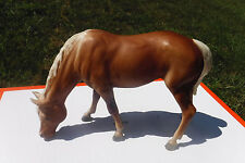 BREYER TOYS HORSE-USED(EXCELENT USED CONDITION) FEEDING OR DRINKING FEMALE HORSE