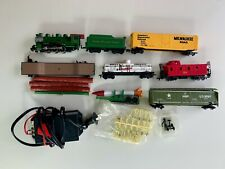 BACHMAN HO SCALE TRAIN SET WITH GREEN LOCOMOTIVE, MILITARY WAGONS AND RAILS