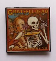 "THE GRATEFUL DEAD SKELETONS FROM THE CLOSET ORIG VTG  2"" ALBUM PROMO BADGE/PIN"