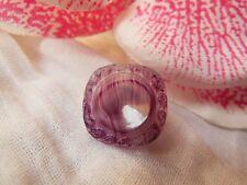 bouton ancien en verre violet  camaieu diamètre: 1,6 cm G16G