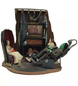 THE MUNSTERS LIVING ROOM SCENE PLAYING MANTIS BUILT PAINTED