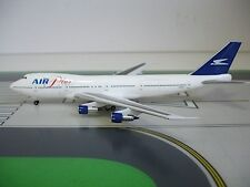 1:400 scale diecast Air Plus Comet 747-212B J2-KCV