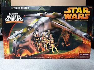 Republic Gunship Star Wars Revenge of the Sith Green vehicle Hasbro 2005