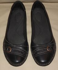 "WOMENS GENTLY WORN ""CLARKS"" BLACK LEATHER FLATS WITH DECORATIVE TOE SIZE  91/2 M"