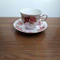"Queen Anne bone china PATT ""N"" 8541 Teacup & Saucer Set made in England"