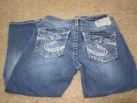 EUC ~~ Silver Suki Flap Capri Womens Medium Wash Blue Jeans Size 29