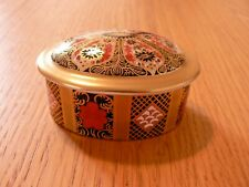 A  ROYAL CROWN DERBY 1128 OLD IMARI SGB OVAL TRINKET BOX & COVER