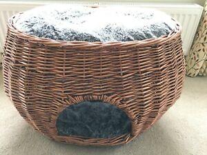 wicker 2 tier cat bed basket in very good condition.