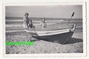Foto Madre Con Bambini Am Spiaggia Barca Bella Registrazione Circa 1935 Vintage