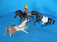 SET OF 3 HARD PLASTIC HORSES  WHITE, BLACK AND GRAY WITH 1 CHIEF RIDER