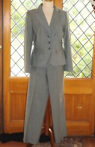 Ann Taylor, Two Piece Fully Lined 100% Virgin Wool Grey Trouser suit, Size 6 USA