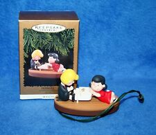 """Hallmark 1996 """"PEANUTS - PAGEANT"""" SCHROEDER & LUCY Music Christmas Ornament"""
