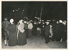 HOLLANDE c. 1950 - Population Bateau Marins Pêcheurs la Nuit - DIV8438