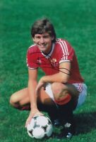 Bryan Robson Hand Signed 12x8 Photo - Manchester United - Football Autograph.