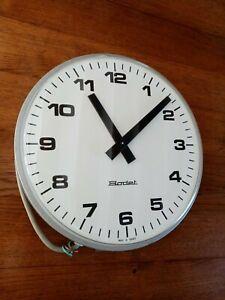 Grande horloge réceptrice Bodet, horloge industrielle. Horloge de gare.
