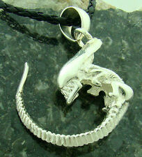 Embryo Alien silver plated pendant vs Predator AVP with chain