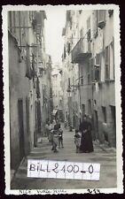 NICE. Alpes-Maritimes . vieille rue . Curé . Prêtre.  photo ancienne . 1934