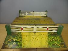 """VINTAGE HORNBY """"O"""" MODEL  No.2  DOUBLE TRACK LEVEL CROSSING"""