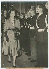 La Princesse Margaret passe les troupes en revue. 1950.