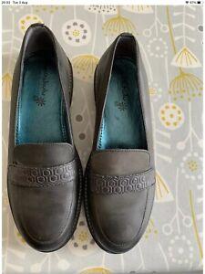 Moshulu Shoes Size 7 /EU 41