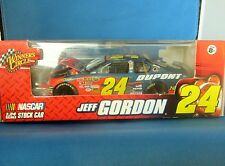 BRAND NEW  JEFF GORDON DUPONT # 24 STOCK CAR 1:24 SCALE YEAR 2007