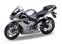 WELLY 12176 12817 12822 TRIUMPH DAYTONA 955i 675 STREET TRIPLE model bike 1:18