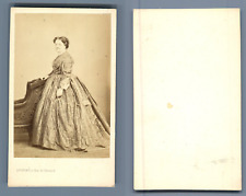 Levitsky, Paris, Dame posant  CDV vintage albumen.  Tirage albuminé  6,5x10,