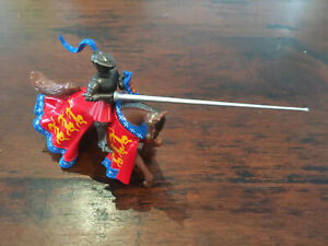 """Britains Knights Of Agincourt - """"De Beauchamp"""" - Mounted With Lance - 54mm Lead"""