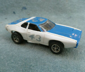 AFX Slot Car Plymouth Roadrunner 43 Richard Petty 1762 001 White Blue
